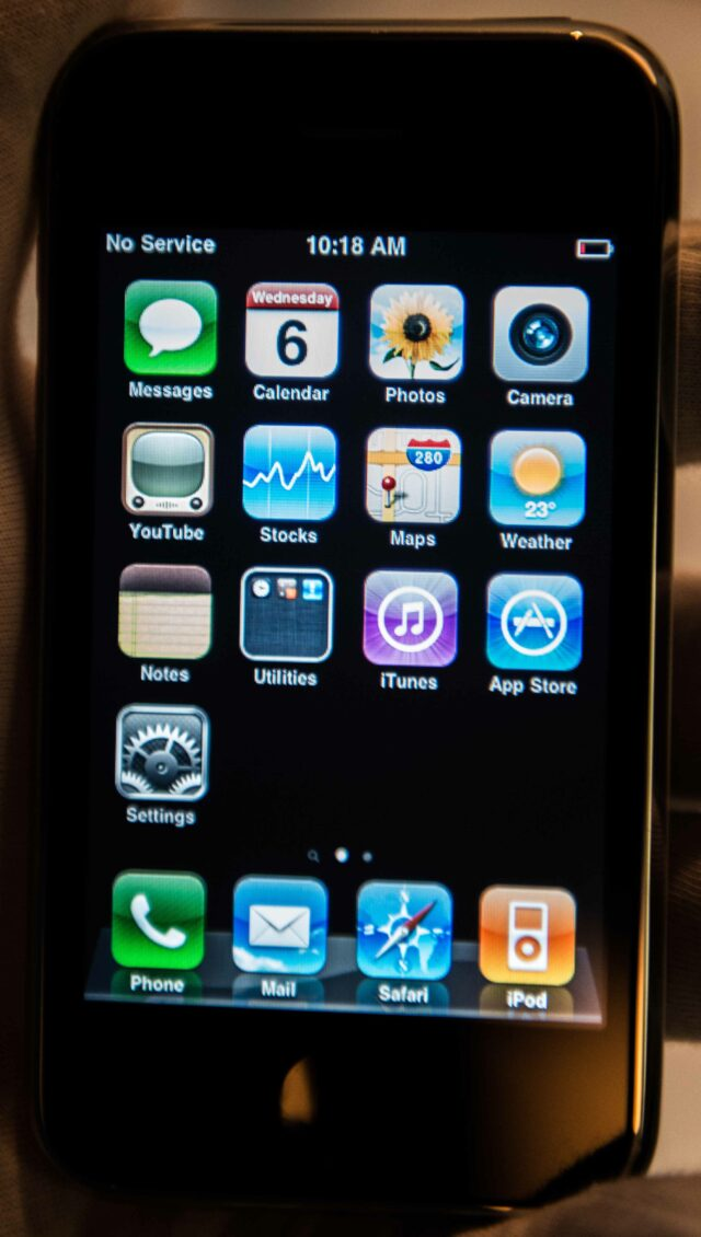 Icons on the screen of the first iPhone