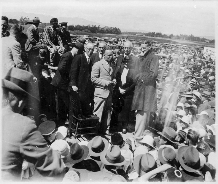 A huge crowd greets Henry Walker and Malcolm McGregor at the Milson Aerodrome